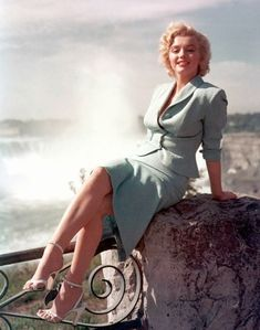 Marilyn Monroe Outfits, Marilyn Monroe Fotos, Marilyn Monroe Portrait, Marylin Monroe, Viejo Hollywood, Old Hollywood, Hollywood Glamour, Effortlessly Chic Outfits, Actrices Hollywood