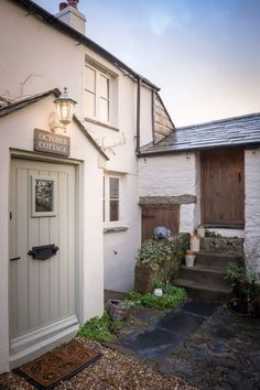 Found this lovely cottage on Unique Home Stays. Talk about a cottage fantasy! This cottage is for rent and located in the hamlet of Rilla Mill, North Cornwall, UK. What a beautiful spot and love… Cottage Front Doors, Cottage Porch, Cottage Living, Cozy Cottage, Coastal Cottage, Country Cottage Interiors, Cottage Windows, Cottage Bedrooms, Cottage Gardens