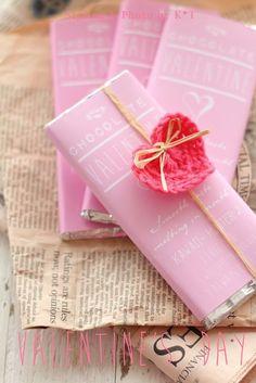 Mademoiselle-Rose-věci: zabalené čokoládové tyčinky + srdce na Valentýna