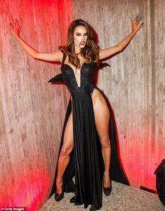 Halloween 2019 Vixen: Alessandra Ambrosio brought the glamour after dark as she donned a very sexy vampir. Alessandra Ambrosio, Sexy Vampire Costume, Halloween Vampire, Halloween 2019, Halloween Night, Best Celebrity Halloween Costumes, Vampire Girls, Estilo Rock, Sexy Legs And Heels