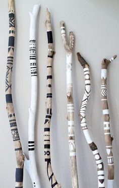 Creative with sticks. This article is in HobbyHan - Diyprojectgardens.club Diy Projects Gardens - wood working projects - Creative with sticks. This article is in HobbyHan # Diyprojectgardens … Diy Projects Gardens - Home Crafts, Diy Home Decor, Diy Crafts, Yarn Crafts, Woodworking Wood, Woodworking Projects, Popular Woodworking, Driftwood Crafts, Driftwood Jewelry