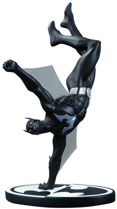 Super awesome sculpt! Batman Black And White Batman Beyond Statue