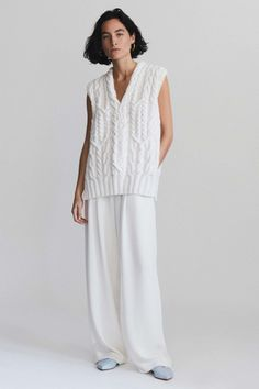 Partow Spring 2018 Ready-to-Wear Fashion Show Collection: See the complete Partow Spring 2018 Ready-to-Wear collection. Look 5 Knitwear Fashion, Knit Fashion, Knit Vest, Crochet Cardigan, Fashion Tips For Women, Fashion Advice, Fashion 2018, Spring Fashion, Fashion Fashion