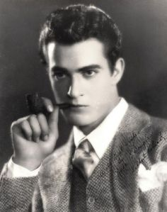 - Gilbert Roland-old school Hollywood manly man. Born Luis Antonio Dámaso de Alonso, December 1905 – May 1994 in Juarez, Chihuahua, Mexico Hollywood Men, Old Hollywood Stars, Hollywood Icons, Hollywood Walk Of Fame, Vintage Hollywood, Classic Hollywood, Hollywood Cinema, Hollywood Glamour, Gilbert Roland