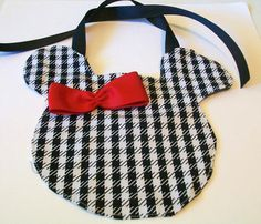 houndstooth Minnie bib....yet another thing my child will have :)