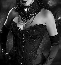 Neck corset with lace, cameo, chains