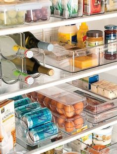 10 Clever fridge organization hacks to get your kitchen organized better! These fridge organization hacks will make sure you can find everything needed in your fridge! Refrigerator Organization, Pantry Organization, Organizing Ideas, Organized Fridge, Organising, Refrigerator Storage, Refrigerator Freezer, Bedroom Organization, Kitchen Organization