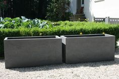 Concrete planters themselves make garden shelves . Outside Planters, Diy Planters Outdoor, Diy Concrete Planters, Outdoor Gardens, Plant Troughs, Garden Shelves, Garden Images, Diy Garden Projects, Window Boxes
