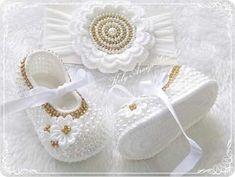 Booties Crochet, Crochet Slippers, Baby Booties, Knit Crochet, Baby Girl Crochet, Crochet Baby Shoes, Crochet Baby Clothes, Crochet For Kids, Baby Girl Frocks