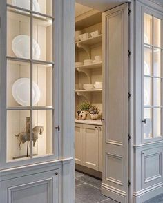 47 Astonishing Built Kitchen Pantry Design Ideas - HOMYFEED There are two very important options that should be considered in every large kitchen pantry cabinet design. Although these options … Kitchen Butlers Pantry, Glass Kitchen Cabinet Doors, Kitchen Pantry Design, Butler Pantry, New Kitchen, Glass Cabinets, China Cabinets, Kitchen Ideas, Kitchen Decor