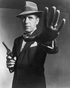 Humphrey Bogart probably epitomized film noir in the eyes of Joe Public. Humphrey Bogart, Lauren Bacall, Gangsters, Old Hollywood Stars, Classic Hollywood, Stars D'hollywood, Viejo Hollywood, Bogie And Bacall, The Big Sleep