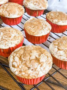 Skinny Pumpkin Cream Cheese Muffins Pumpkin Cream Cheese Muffins, Pumpkin Spice Muffins, Cheese Pumpkin, Pumpkin Cream Cheeses, Pumpkin Bread, Weight Watchers Muffins, Weight Watchers Desserts, Kodiak Cakes, Recipe Creator