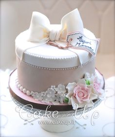 SMALL BOX CAKE WITH ROSES