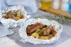 La salsiccia e patate al cartoccio sono un secondo piatto semplice da preparare,molto gustoso e saporito che farà felice tutta la famiglia...
