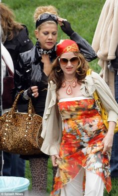Kristen Johnston and Kathryn Hahn get into character for the U.S. version of Absolutely Fabulous