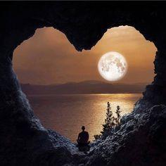 Me sentei com meu coração e juntos, começamos à fazer confissões à lua....e ela chorou comigo....e sua luz ficou ainda mais bela....