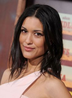 Julia Jones, a Native American actress, pens an essay about her experience in Hollywood. Native American Actress, Native American Face Paint, Native American Beauty, American Indian Art, American Pride, Native American Indians, Native Americans, Julia Jones, Beautiful Gorgeous