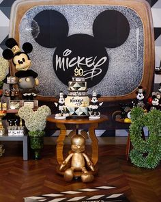 Fabio de Oliveira HAPPY FEST (@happyfestcwb) • Instagram photos and videos Minie Mouse Party, Mickey Mouse Parties, Mickey Party, Mickey Mouse First Birthday, Baby 1st Birthday, Birthday Party Tables, Birthday Party Decorations, Mickey Baby Showers, Mickey Mouse Decorations