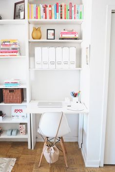 Office space: http://www.stylemepretty.com/living/2015/04/02/poor-little-it-girl-home-tour/ | Photography: Hannah Hudson - http://www.hannahhudsonphotography.com/