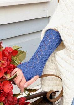 pitkät rannekkeet alpakasta/ kaavio kiva sukkiinkin :) Knit Mittens, Knitting Socks, Knit Socks, Knitting Projects, Knitting Ideas, Fingerless Gloves, Arm Warmers, Upcycle, Diy Crafts