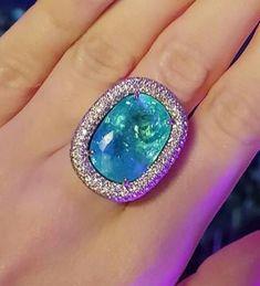 Эксклюзивное кольцо с Турмалином Параиба 18ct+ от ювелирного бренда Concept by Ksenia Lobanova для очаровательной клиентки готово! И уже путешествует по миру ;) #paraiba #paraibatourmaline