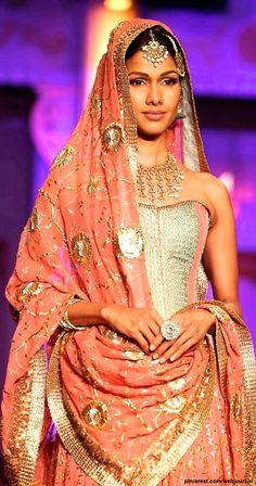 Meera Muzaffar Ali @ IBFW 2012 - detail