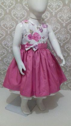 Vestido em tafeta estampado Tamanho 01 ano Largura do corpo 50 cm Comprimento total 50 cm