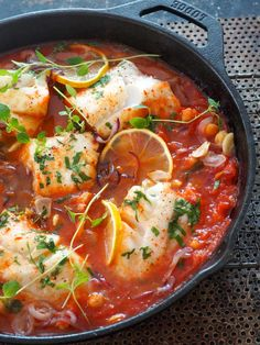 Easy cod with chickpeas in tomato sauce Food N, Food And Drink, Scandinavian Food, Cooking Recipes, Healthy Recipes, Fish Dishes, Fish And Seafood, Great Recipes, Curry