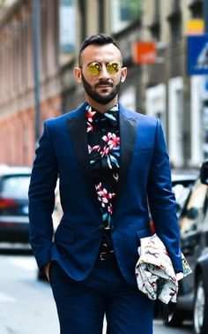 Men's Fashion | Smart Casual | Trendy Look | Suit and Floral Shirt | www.designerclothingfans.com