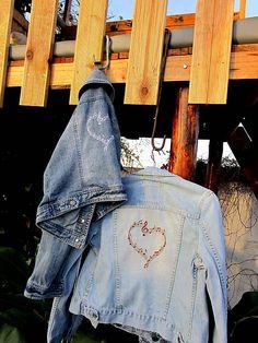 Maryval / Upcyklovaná džínsová bunda s hudobnou výšivkou Handmade, Hand Made, Handarbeit