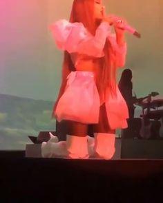 Ariana Grande Singing, Ariana Video, Ariana Grande Photos, Jordyn Jones, Celebs, Celebrities, American Singers, Down Hairstyles, My Idol