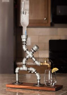 günstige industrielle rohr lampen diy ideen … - Diy Home Ideas Alcohol Dispenser, Beverage Dispenser, Alcohol Bar, Drinks Alcohol, Whiskey Dispenser, Pipe Lamp, Bars For Home, Metal Art, Diy Home Decor