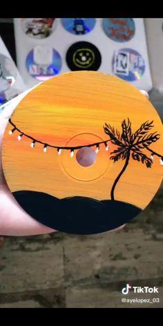 Simple Canvas Paintings, Small Canvas Art, Mini Canvas Art, Cd Wall Art, Cd Art, Vinyl Record Art, Vinyl Art, Art Drawings Sketches Simple, Easy Drawings
