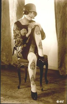 vintage everyday: 22 Fabulous Vintage Photos of Shoes and Hosiery Fashions from the 20s Fashion, Fashion History, Vintage Fashion, Flapper Fashion, Belle Epoque, Johnny Depp, Mode Vintage, Vintage Ladies, Retro