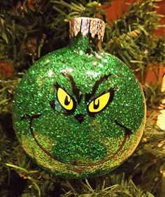 Love seeing all those cute glitter ornaments? Here's a great easy DIY glitter ornament tutorial to get you started making them! Learn How to Make Personalized DIY Glitter Ornaments! Grinch Ornaments, Christmas Ornament Crafts, Glitter Ornaments, Noel Christmas, Diy Christmas Gifts, Christmas Projects, Holiday Crafts, Christmas Bulbs, Ornaments Ideas