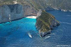 Photos from the Shipwreck Cove (Navagio) on Zakynthos Island, Greece. Some Beautiful Pictures, Beautiful Places, Beach Honeymoon Destinations, Zakynthos Greece, Exotic Beaches, Travel Log, Beach Pictures, Greece Travel, Beautiful Islands