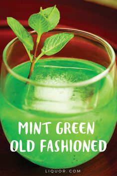 Perfect for sipping on St. Patrick's Day, try this quick and easy Mint Green Old Fashioned at your next St. Irish Cocktails, Cocktails For Parties, Whiskey Cocktails, Easy Cocktails, Classic Cocktails, Fun Drinks, Alcoholic Drinks, Party Drinks, Beverages