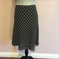 Lauren black and cream skirt XL This classy Lauren skirt is lightweight and comfortable. It flows when you walk. Very feminine. Fabric is 100% polyester with elastic waistband. Like new. Lauren Ralph Lauren Skirts A-Line or Full