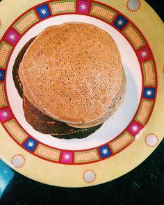 Panquecas de aveia e banana: - 60g de farinha de aveia - 60g de farinha de milho - 1 ovo - 120ml de bebida de amêndoa - 1 banana esmagada - Canela em pó - Sementes de papoila  Basta juntar todos os ingredientes e levar a uma frigideira anti-aderente 2 colheres de sopa de massa por panqueca.