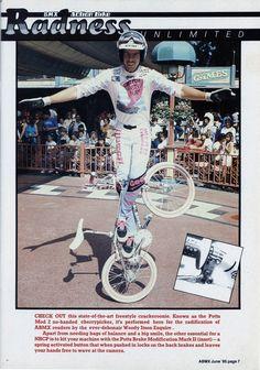 Woody Itson / no handed cherry picker! Gt Bmx, Bmx Racing, Bmx Freestyle, Bmx Bikes, Esquire, Old School, Skateboard, Nostalgia, Cherry