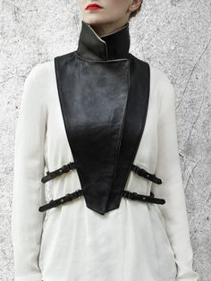 "pur cuir ▲ leder leather col accessoire HANDS OF OIZO - ""Wrap Up"" black removable collar Leather Harness, Leather Collar, Dark Fashion, Leather Fashion, Leather Accessories, Fashion Accessories, Black And White Outfit, Looks Style, My Style"