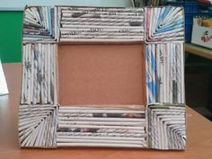 MySelf Crafts: marco de periódico, Paper Bag Crafts, Newspaper Crafts, Paper Crafts Origami, Diy Paper, Paper Art, Cardboard Picture Frames, Paper Frames, Recycled Art Projects, Recycled Crafts