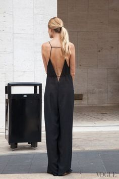 This street style shot will inspire you to wear a back baring jumpsuit for sexy summer look. Looks Street Style, Looks Style, Style Me, Mode Lookbook, Mode Top, Cooler Look, Inspiration Mode, Fashion Inspiration, Casual Styles