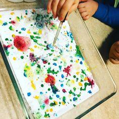 Vi undersöker kemiska reaktioner med bakpulver och ättika. #förskola #naturvetenskap #lärande #undersökande #utforskade #fsk #pedagogik #förundran Science For Kids, Kids And Parenting, Diy And Crafts, Projects To Try, Teaching, Education, Inspiration, Experiment, Instagram