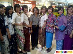 "Polwan saat berkumpul untuk difoto dalam event yang bertajuk ""Wanita Abad Ini"" Indonesia"