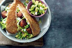 16 juni - Falafel en avocado in de bonus - Falafelballetjes zijn gemaakt van kikkererwten. Een perfecte vegacombi met de avocadosalade - Recept - Allerhande