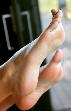 Nice Toes, Pretty Toes, Feet Soles, Women's Feet, Pies Sexy, Girl Soles, Teen Feet, Foot Pics, Barefoot Girls