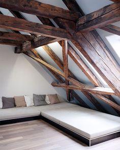 Wohnzimmer einrichten gemütlich unter Dachschräge ...