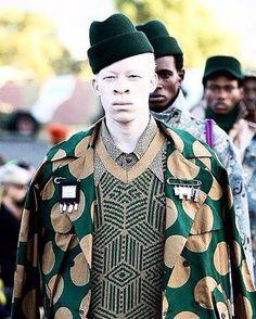 • Make Art Not War • #CHULAAP #winter2016 #SAMW #celebratingafrica #collaboration Hats: @simonandmary Bullets pins: @ringsandthings Pic: @sdrphoto