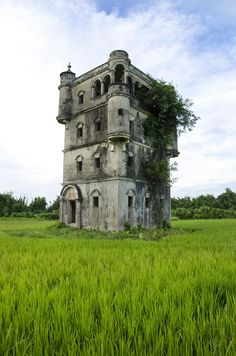 Old Abandoned Buildings, Abandoned Castles, Abandoned Mansions, Old Buildings, Abandoned Places, Beautiful Castles, Beautiful Buildings, Historical Architecture, Ancient Architecture